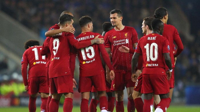 GENK, BELGIUM - OCTOBER 23: Alex Oxlade-Chamberlain of Liverpool celebrates with teammates after scoring his teams second goal during the UEFA Champions League group E match between KRC Genk and Liverpool FC at Luminus Arena on October 23, 2019 in Genk, Belgium. (Photo by Catherine Ivill/Getty Images)