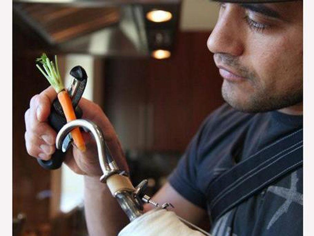 Inspiratif! Kisah Chef Handal Meski Punya Keterbatasan Fisik