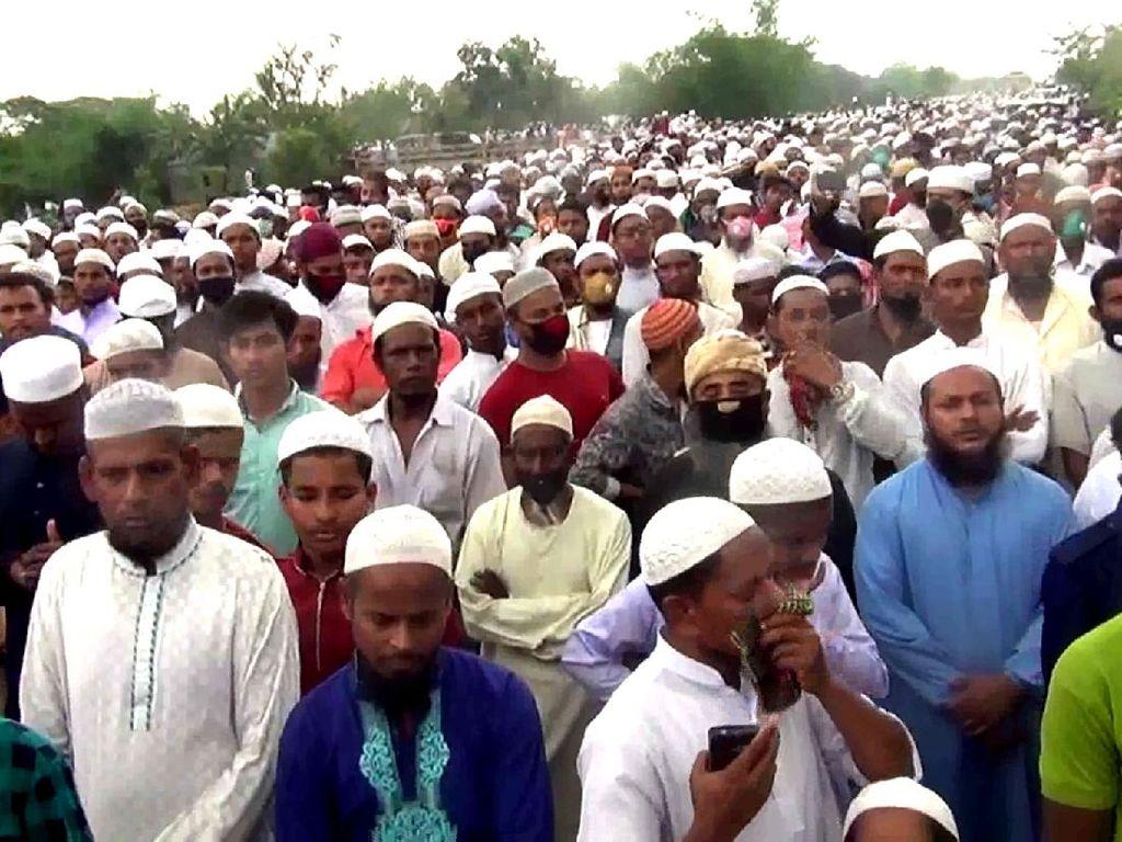 Langgar Lockdown Corona, 100 Ribu Orang Hadiri Pemakaman Ulama Bangladesh