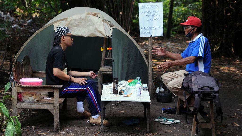 Tangkal Penyebaran Corona, Pemudik Ini Isolasi Diri di Tenda