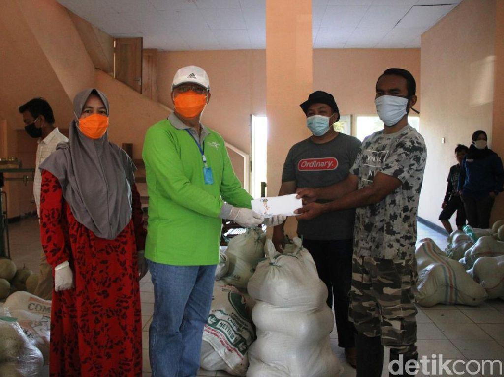 Pemprov Bengkulu Bagikan 1,3 Ton Melon ke Tim Medis dan Warga Terdampak Corona