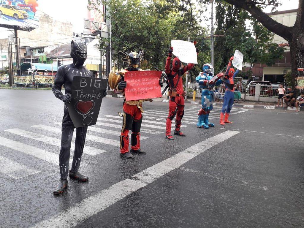 Warga Makassar Masih Keluyuran Saat PSBB, Superhero Turun Tangan