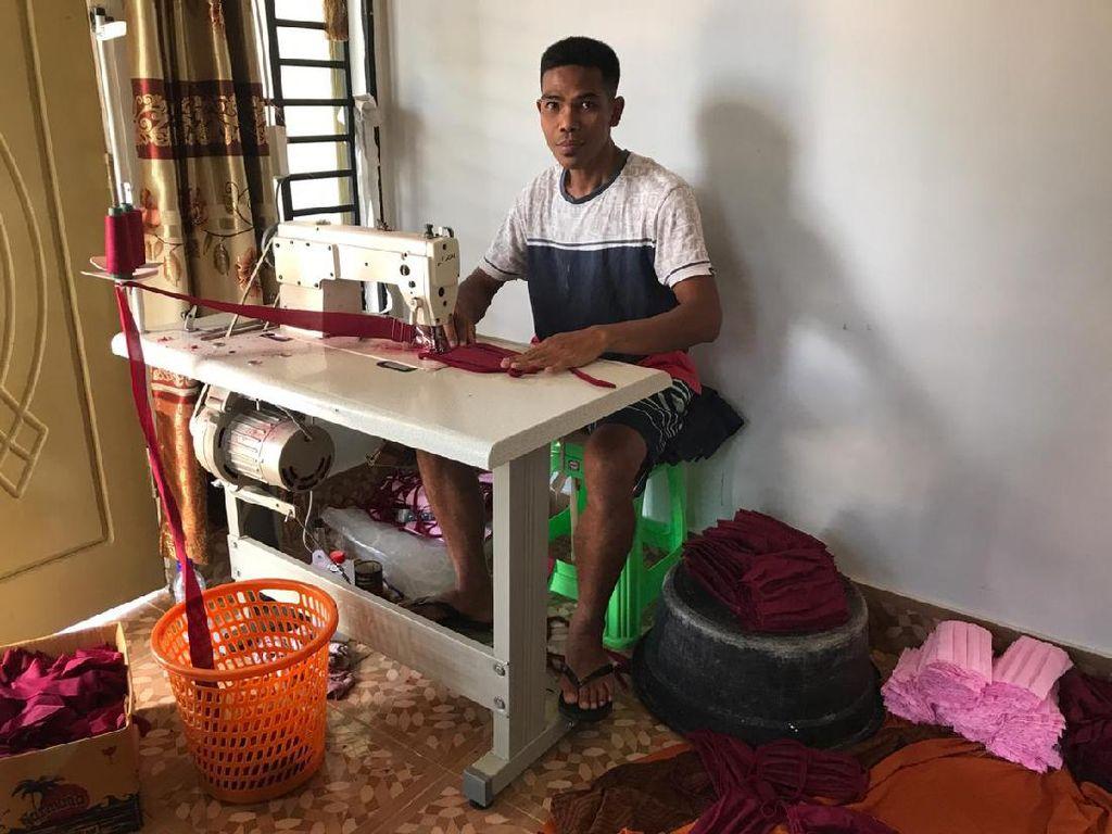 Beralih Produksi Masker, Pedagang Pakaian Ini Raup Puluhan Juta