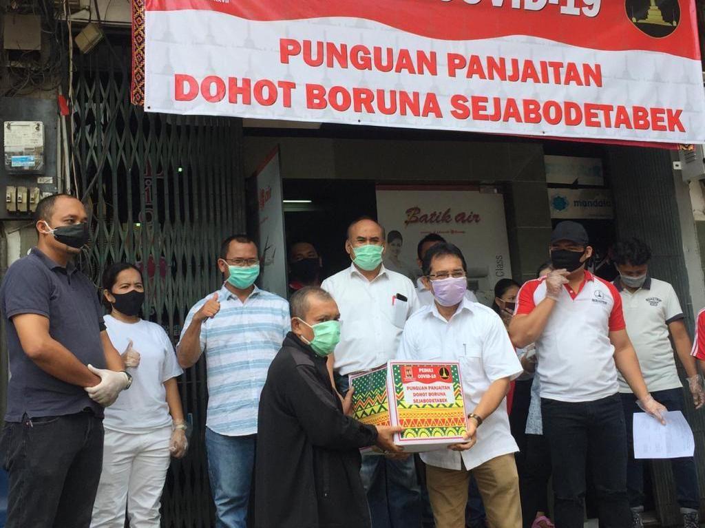 Aksi Solidaritas Membantu Sesama di Tengah Pandemi Corona