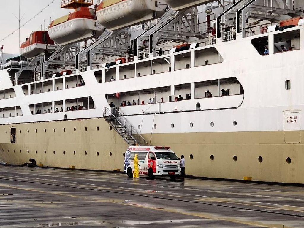 24 ABK KM Lambelu Positif Corona Dievakuasi ke RS, 127 Masih di Kapal