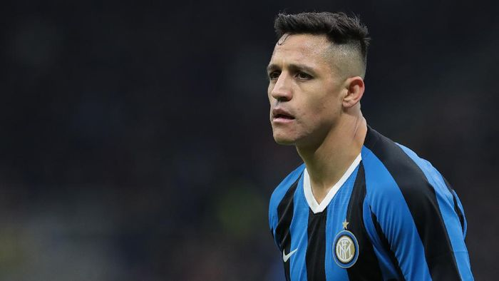 MILAN, ITALY - JANUARY 29:  Alexis Sanchez of FC Internazionale looks on during the Coppa Italia Quarter Final match between FC Internazionale and ACF Fiorentina at San Siro on January 29, 2020 in Milan, Italy.  (Photo by Emilio Andreoli/Getty Images)