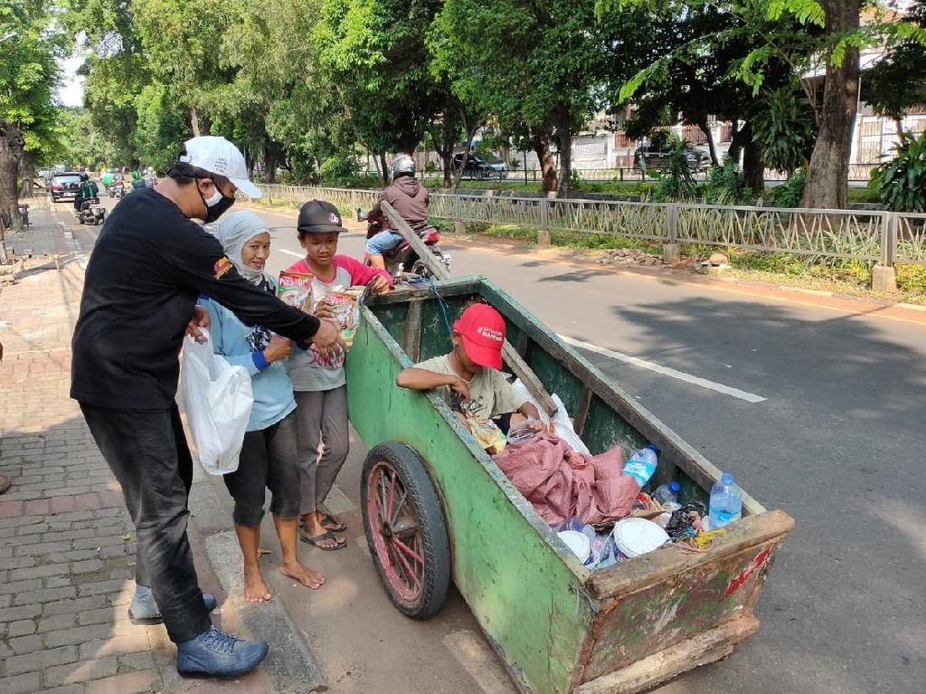 Aksi Bagi-bagi 1000 Masker  di Jakarta