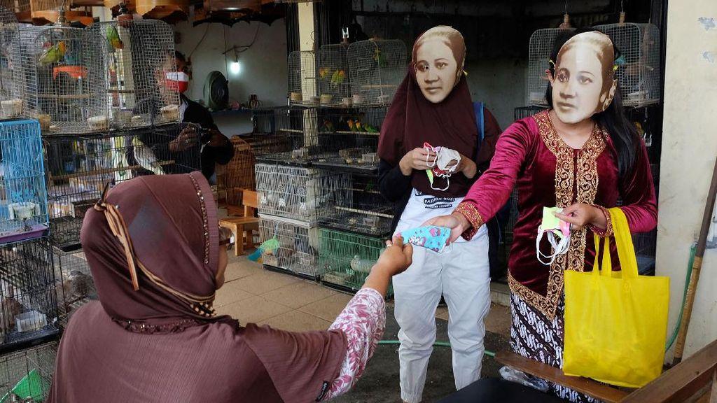Kartini Bagi-bagi Masker untuk Antisipasi Corona