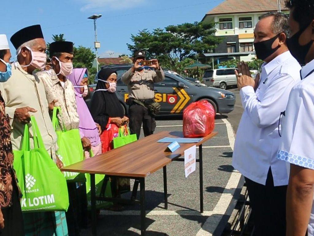BLK Lombok Timur Salurkan 500 Paket Sembako ke Warga Terdampak Corona