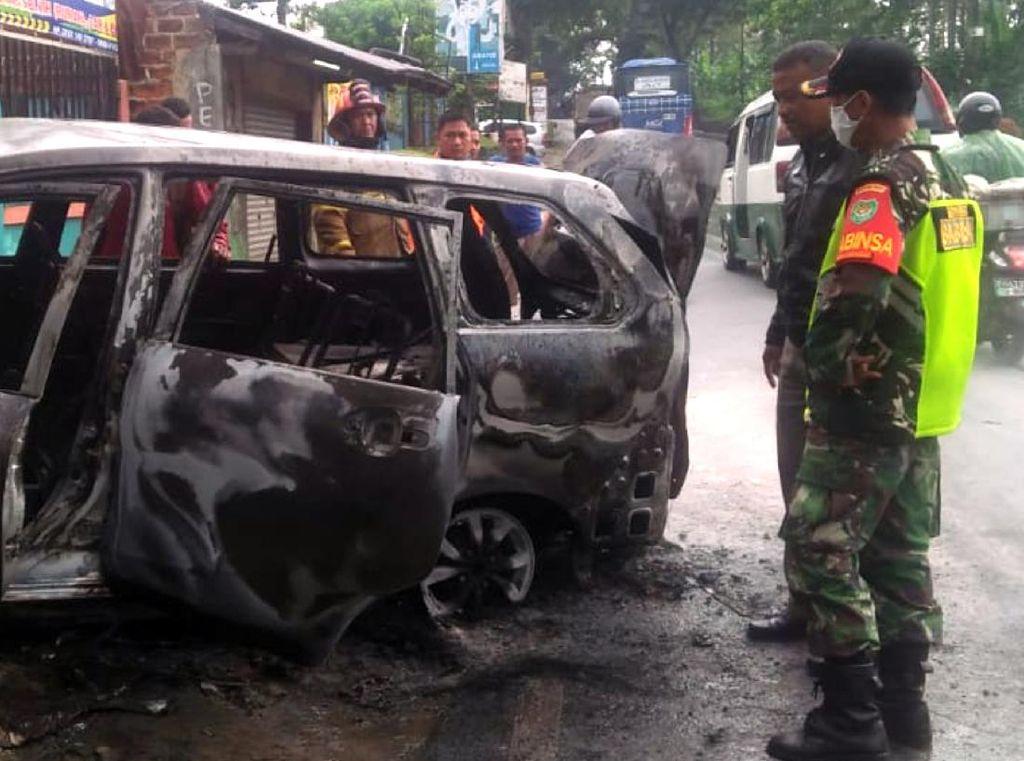 Detik-detik Mobil MPV Meledak Usai Mengisi BBM di Cikembar Sukabumi