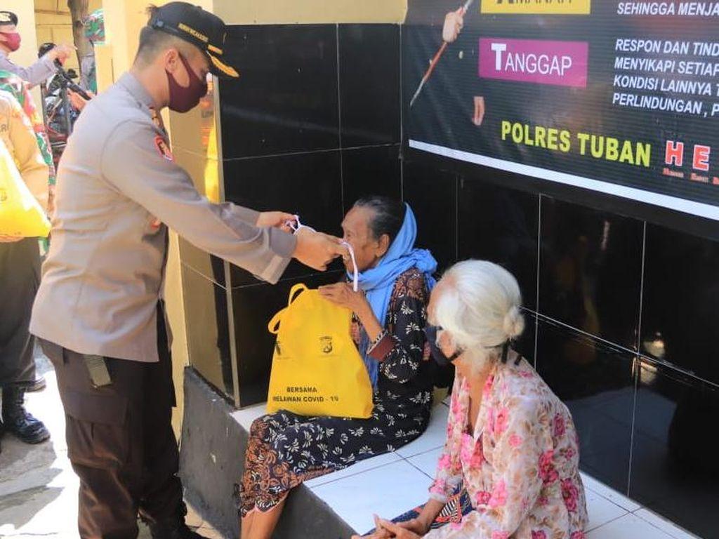 1.000 Paket Sembako Disalurkan ke Warga Tuban