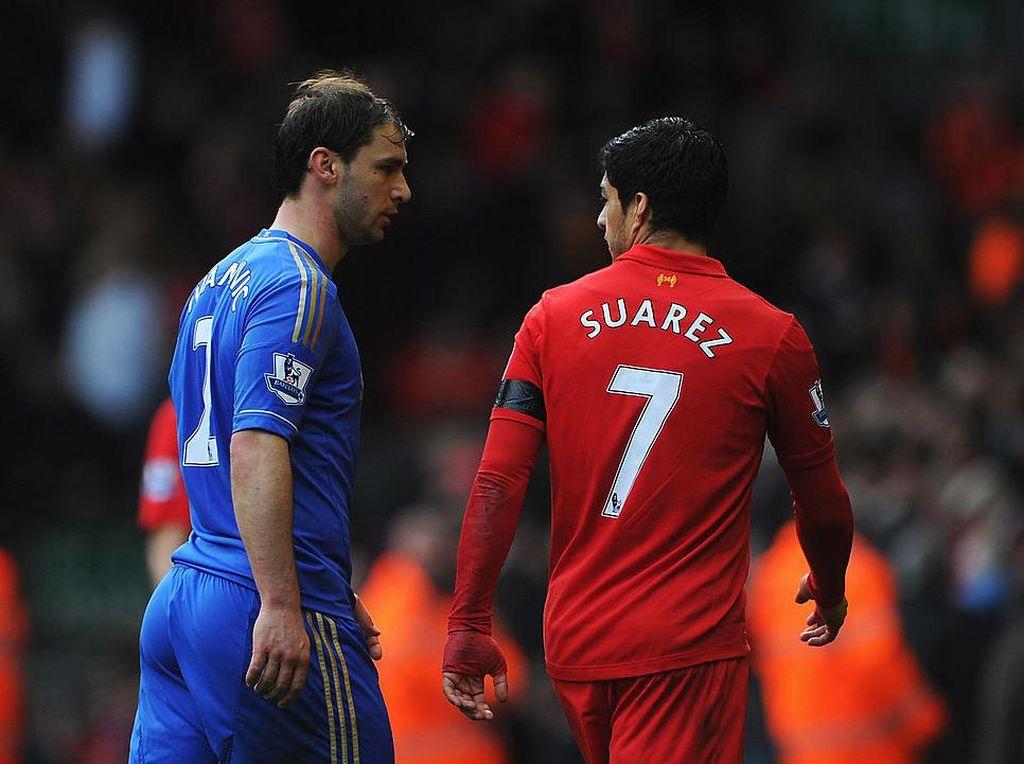 Nostalgia Ketika Luis Suarez Gigit Branislav Ivanovic