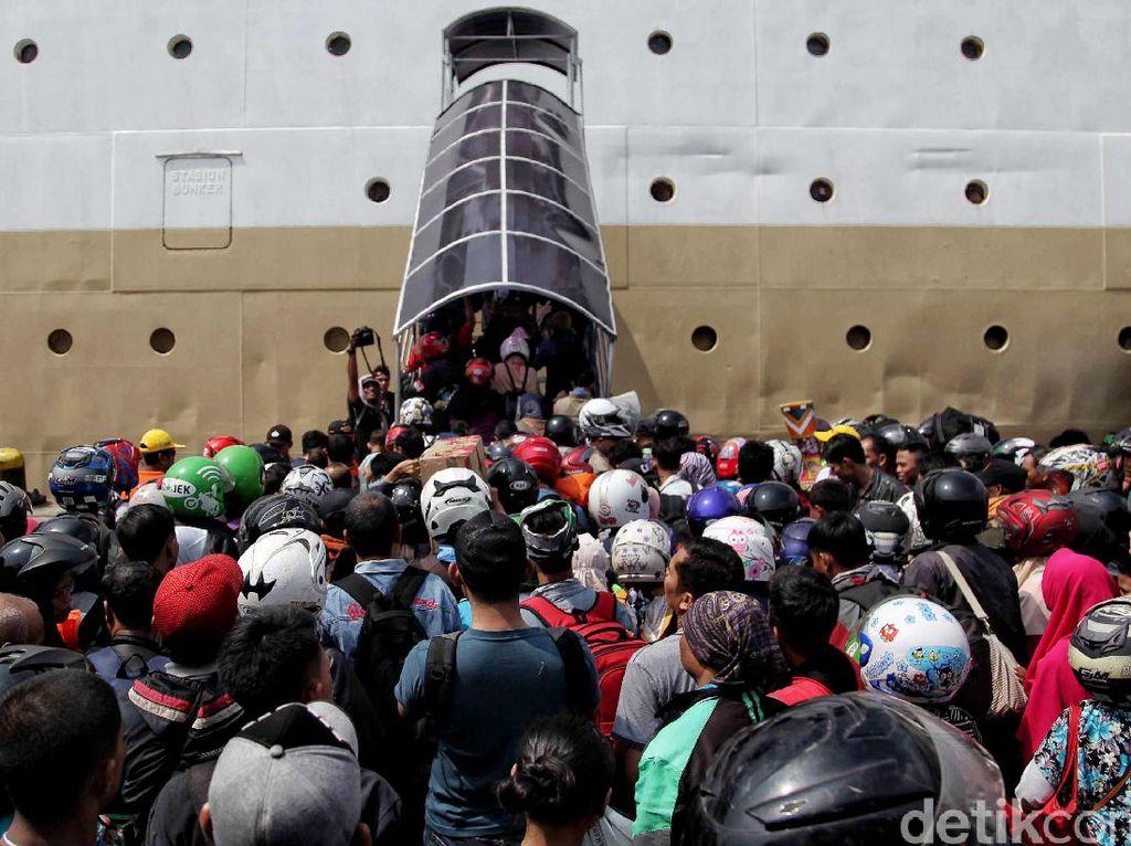Pakar Bahasa: Pernyataan Jokowi Bikin Rancu Mudik dan Pulang Kampung
