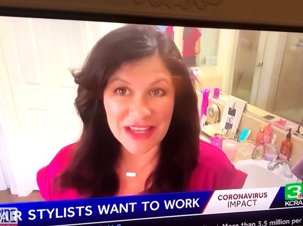 Beri Tips Kerja di Rumah, Presenter Ini Tak Sengaja Rekam Suaminya Mandi