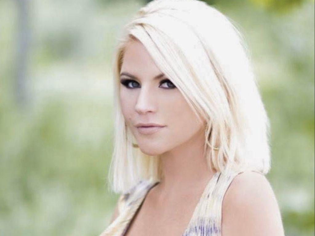 Mantan Bintang Playboy Meninggal Bunuh Diri Selama Karantina