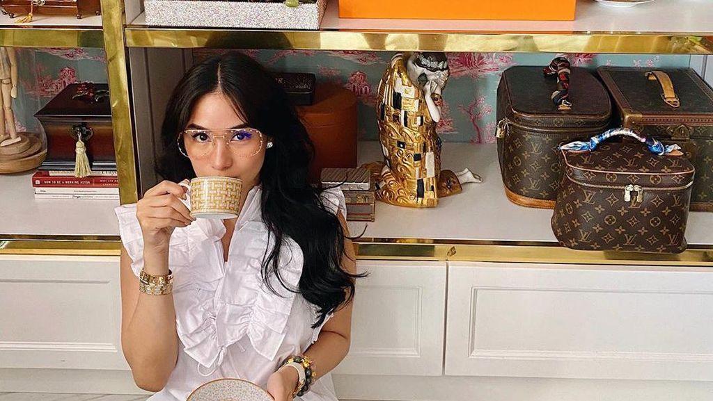 Foto: Cantiknya Crazy Rich Asians yang Viral Belajar Cuci Baju Saat Lockdown