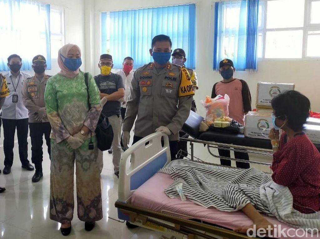 Bantuan Jokowi Sampai ke Tangan Warga Viral Pak Bawa Nasi?