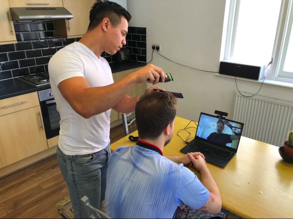 Salon Online Muncul Saat Corona, Memandu Kamu Potong Rambut Sendiri di Rumah