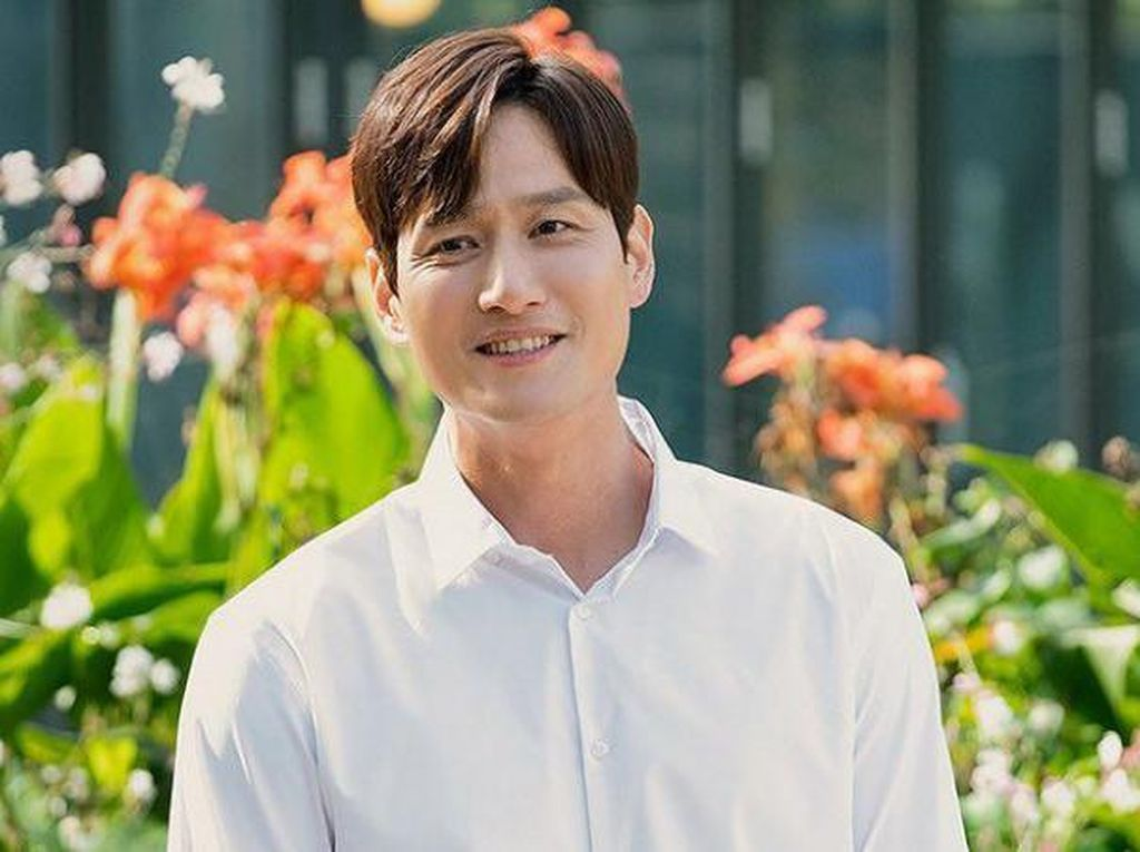 Park Hae Joon Ogah Baca Komentar Soal The World of the Married