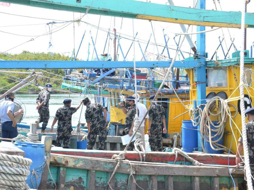 Tabrak Kapal Petugas Saat Curi Ikan, Kapal Berbendera Vietnam Tumbang