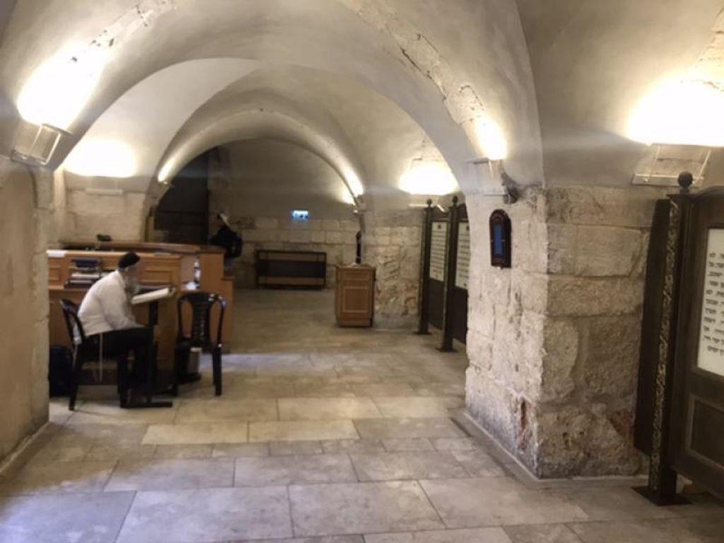 Memaknai Toleransi di Makam Raja Daud
