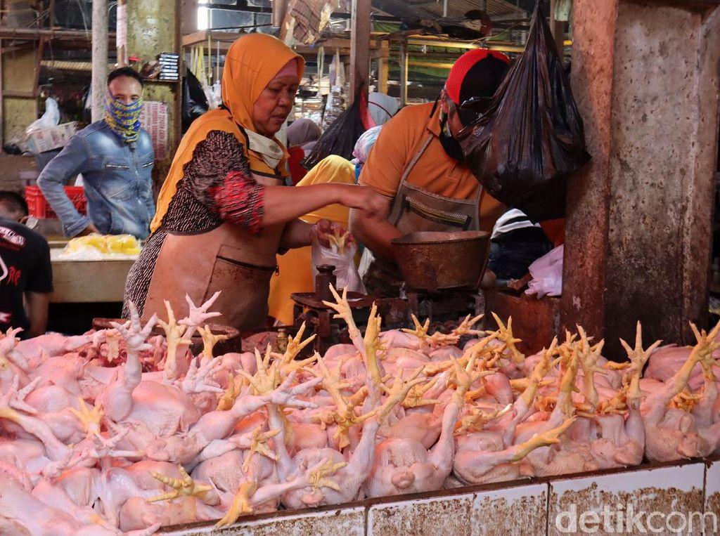 Bawang Merah hingga Ayam Diprediksi Bikin Oktober Inflasi 0,04%