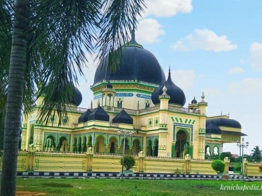 Jelang Ramadhan, Rindu Rasanya untuk Singgah ke Masjid Azizi di Langkat