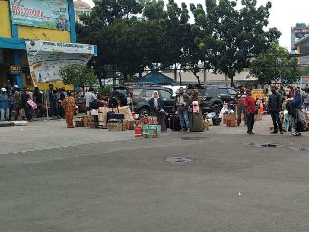 H-1 Larangan Mudik, Ada Lonjakan Penumpang di Terminal Tanjung Priok