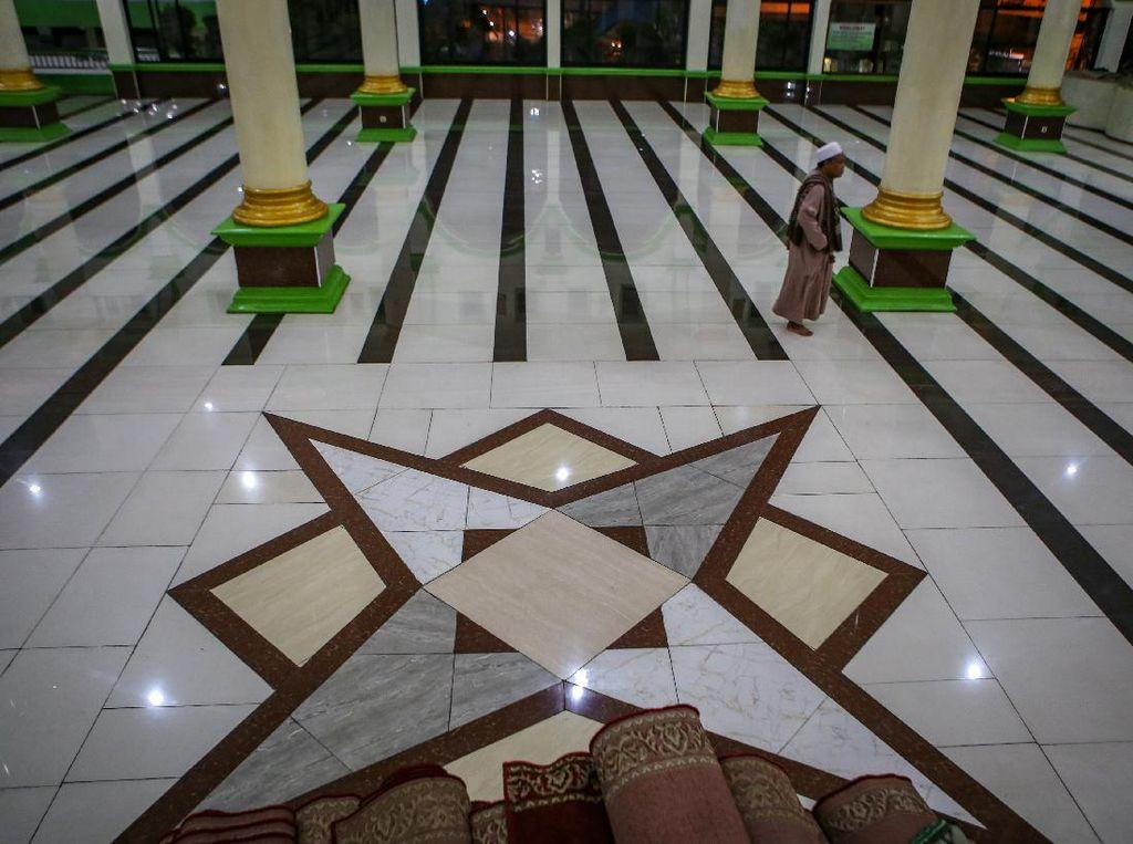 Masjid-masjid Ini Kosong Melompong di Malam Awal Ramadhan