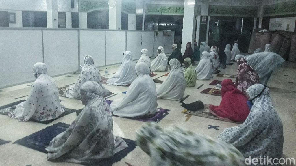 Masjid di Jakarta Barat Ini Tetap Gelar Salat Tarawih