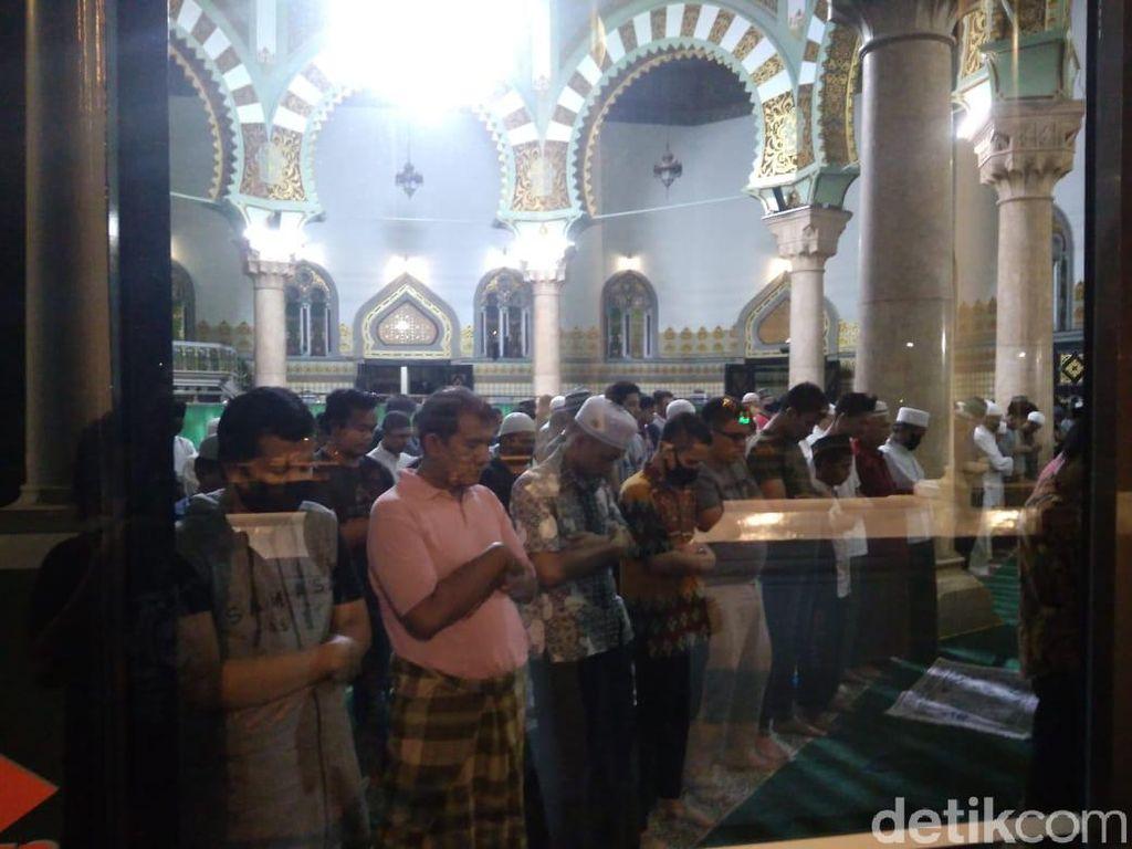 Warga Masih Tarawih di Masjid, Ulama Medan Minta Tak Anggap Remeh COVID
