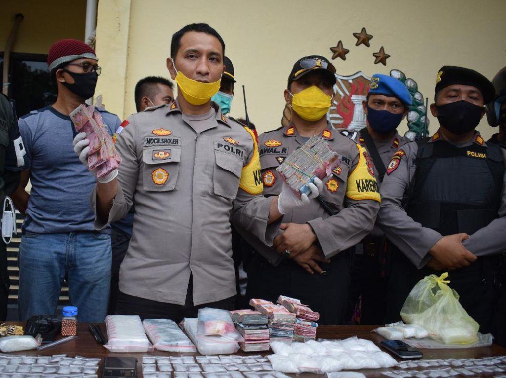 Polisi Gerebek Pesta Sabu di Palu Sulteng, Puluhan Orang Diamankan