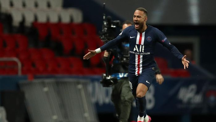 PARIS, FRANCE - MARCH 11: (FREE FOR EDITORIAL USE) In this handout image provided by UEFA, Neymar of Paris Saint-Germain celebrates after scoring his teams first goal during the UEFA Champions League round of 16 second leg match between Paris Saint-Germain and Borussia Dortmund at Parc des Princes on March 11, 2020 in Paris, France. The match is played behind closed doors as a precaution against the spread of COVID-19 (Coronavirus).  (Photo by UEFA - Handout/UEFA via Getty Images)
