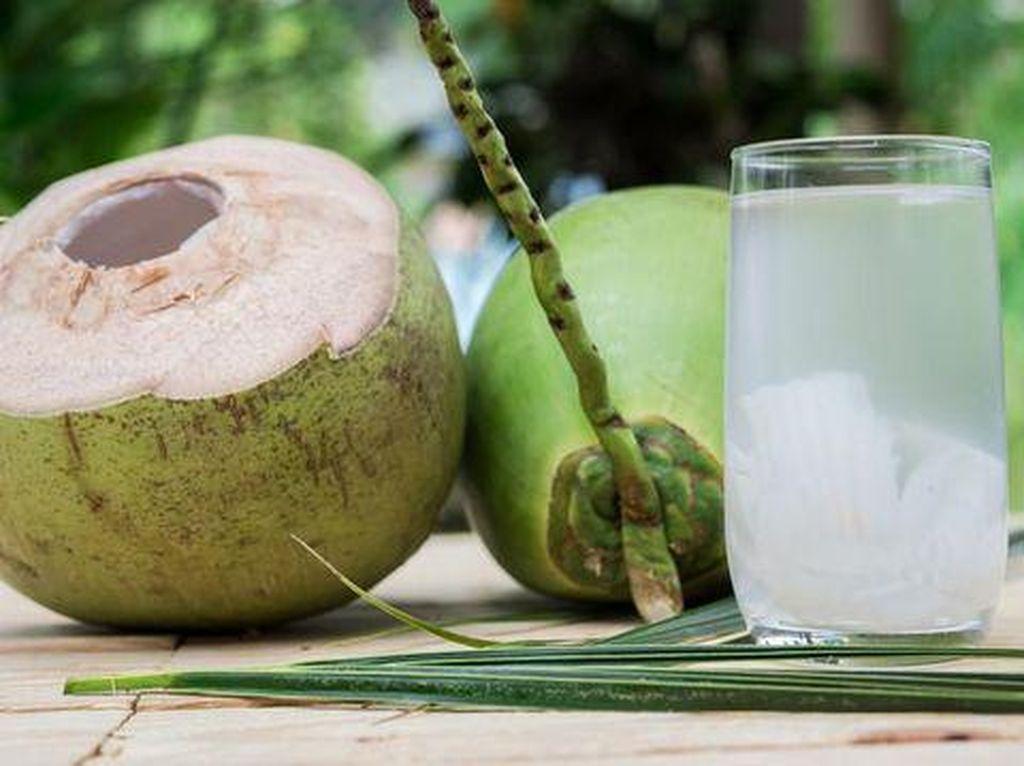 Slurpp! 5 Manfaat Sehat Air Kelapa untuk Temani Buka Puasa