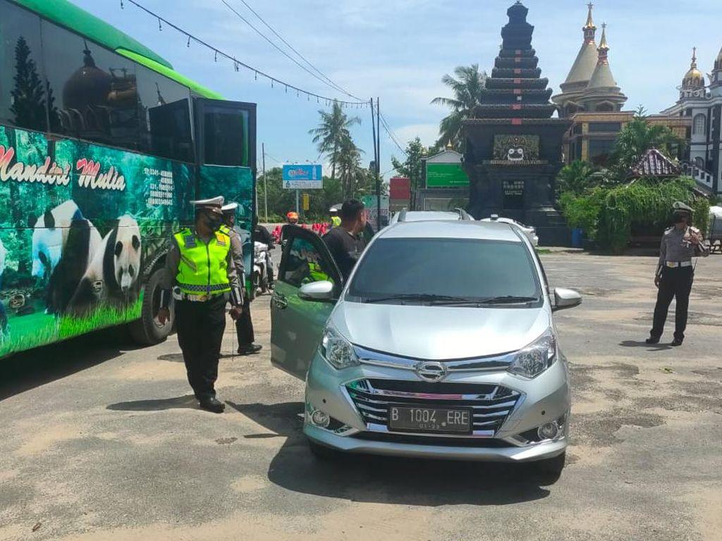 Polisi Tuban Mulai Sekat Jalur Jateng-Jatim, Pemudik Terpaksa Putar Balik