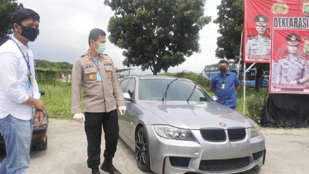 Potret 7 Mobil Parkir Bertahun-tahun di Soetta, Didenda Ratusan Juta