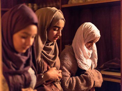 Young Muslim Women praying