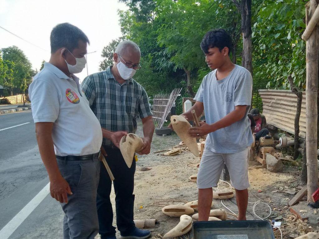 Perajin Kentungan Akar Bambu Kebanjiran Order di Tengah Corona