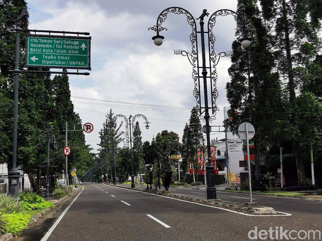 Heningnya Kawasan Dago Bandung Saat PSBB