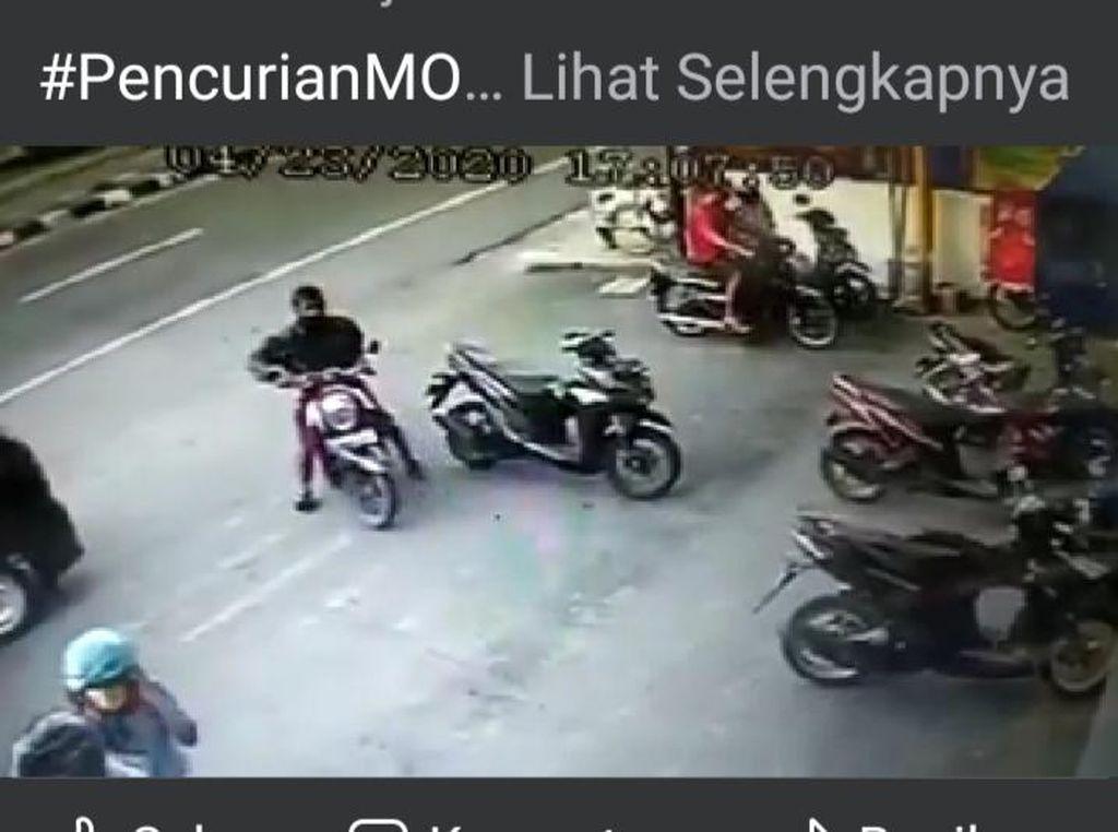 Maling Motor Bermasker di Klaten Terekam Kamera CCTV