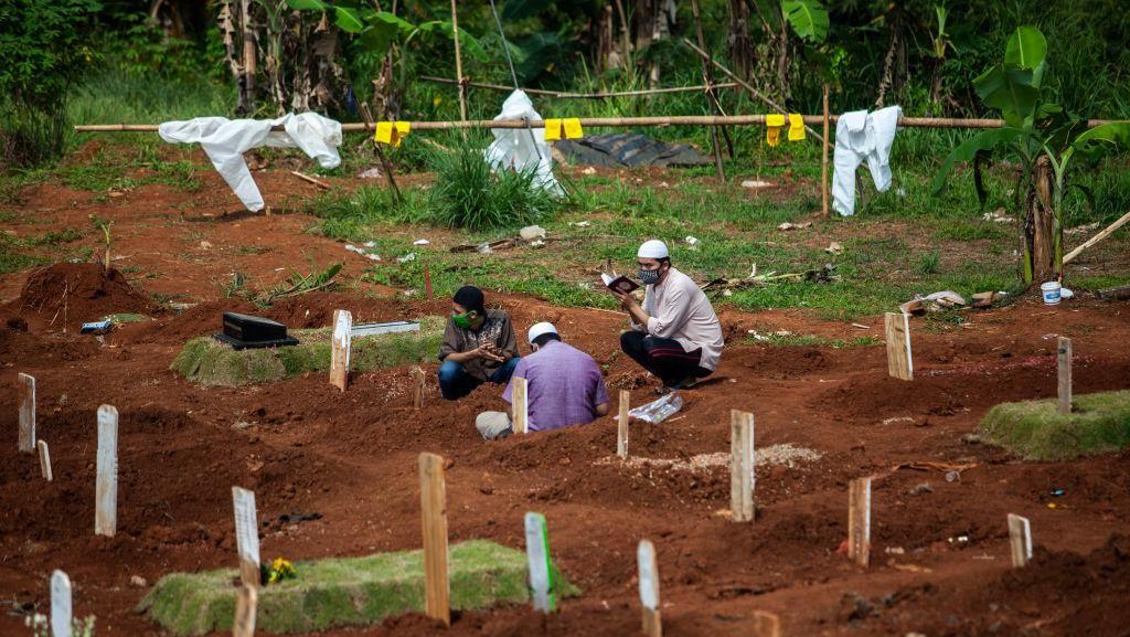 Keluarga Korban Corona Nekat Ziarah Kubur Jelang Ramadhan