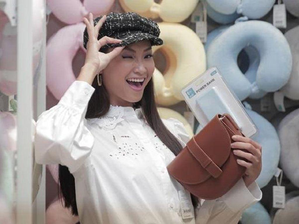 Cara Tetap Nyaman #DiRumahAja Ala Presenter Cantik Jesslyn Lim