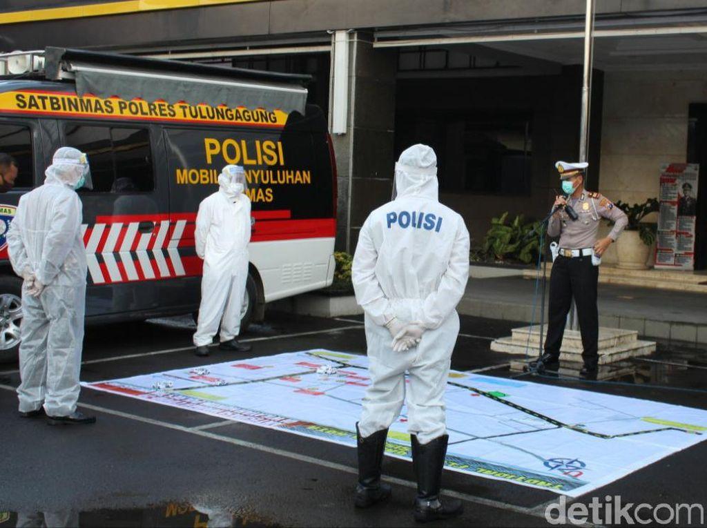 Polisi Ber-APD Disiapkan Kawal Jenazah COVID-19 di Tulungagung