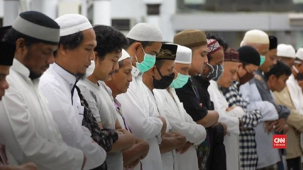 shalat tarawih di aceh