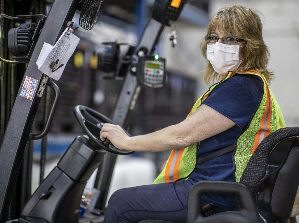 Kurang Orang di Pabrik, GM Suruh Pegawai Kantor Ikut Rakit Mobil