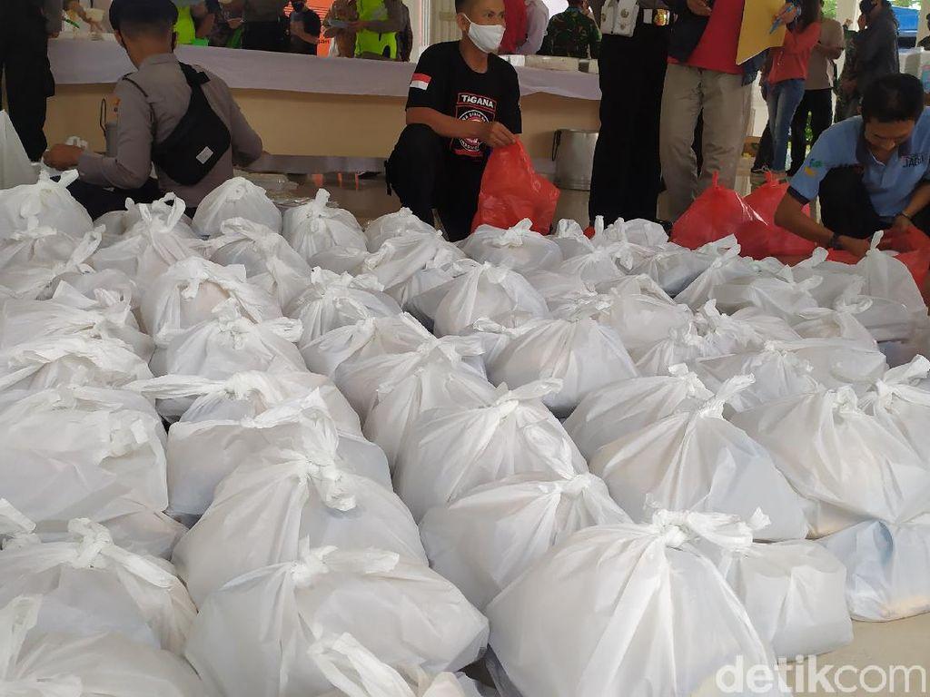 Ribuan Paket Buka Puasa Dibagikan ke Warga Cianjur Tak Mampu Setiap Hari