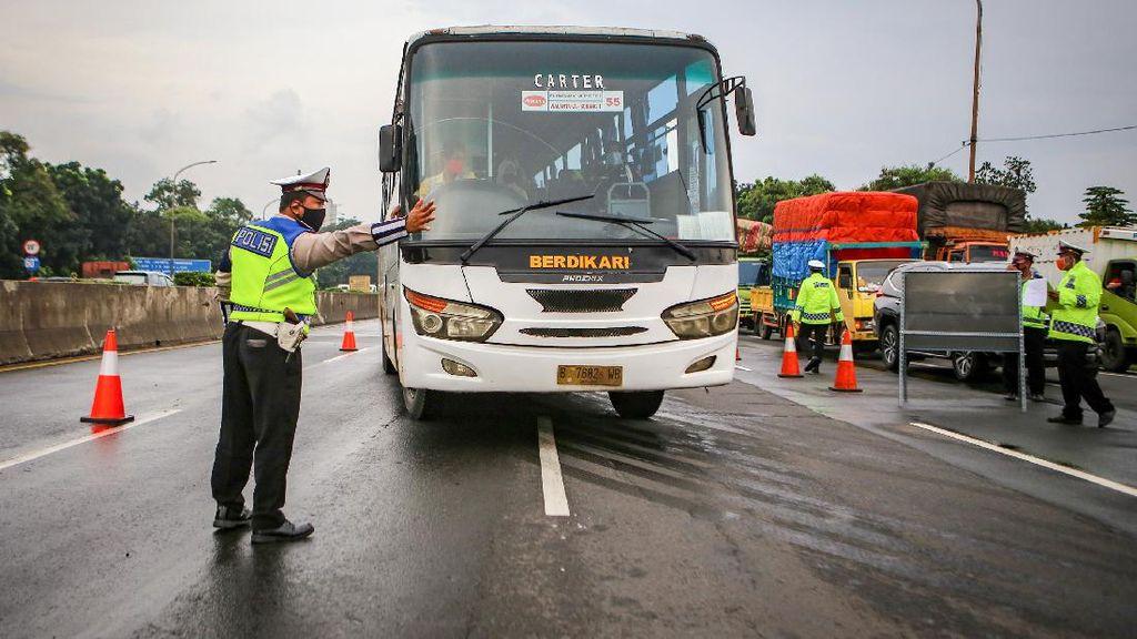 Penyekatan Kendaraan di Exit Tol Bitung Tangerang