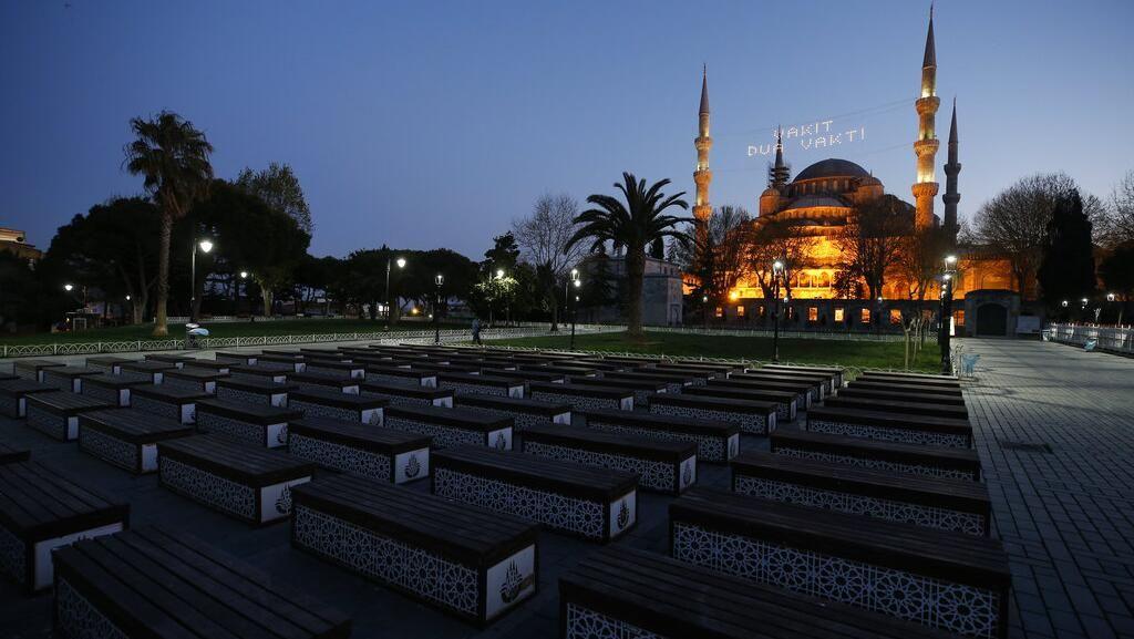 Sepinya Masjid Biru Turki saat Ramadhan di Tengah Pandemi Corona
