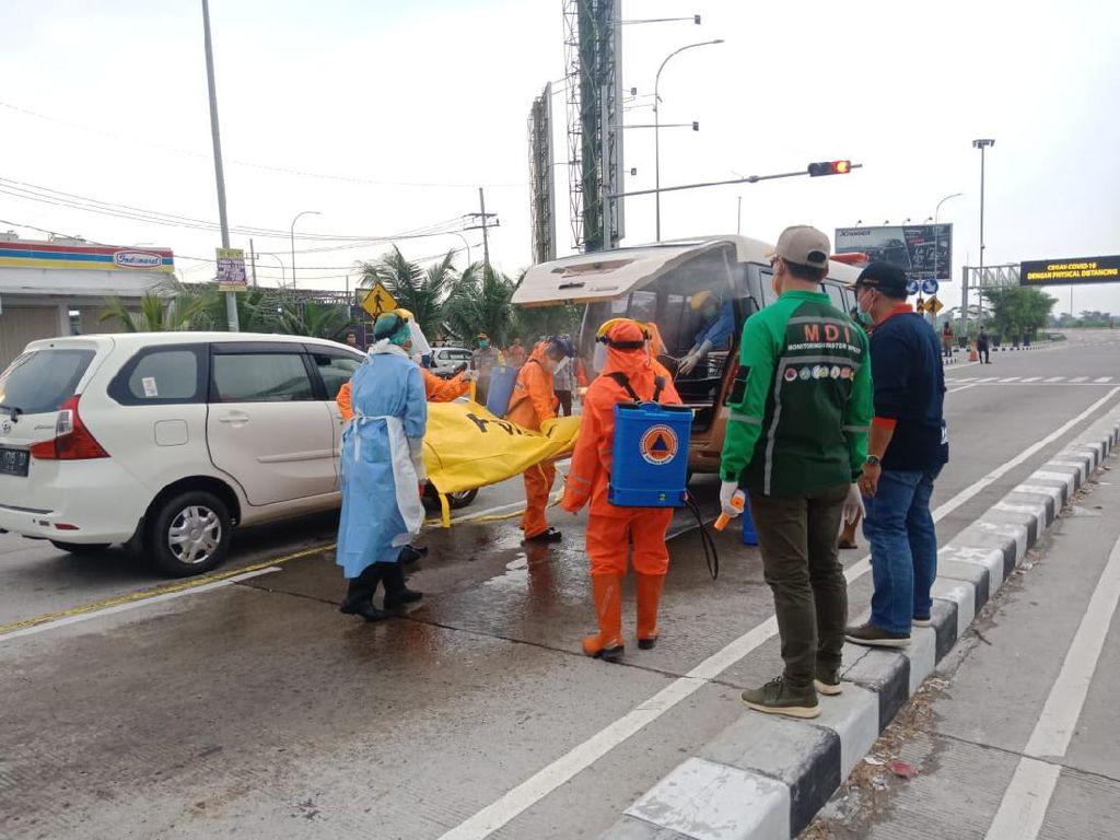Sopir Penjemput Santri Temboro Tewas di Tengah Jalan, Evakuasi Gunakan APD