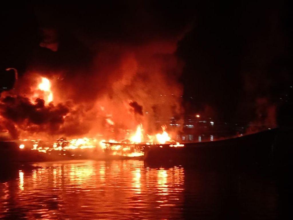 Video 2 Kapal di Pelabuhan Banggai Sulteng Terbakar